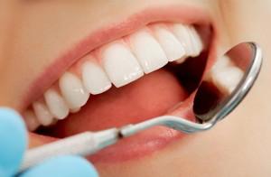 Trồng răng giả được tiến hành như thế nào