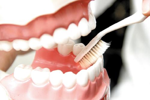 Cần lưu ý gì sau khi làm răng giả tháo lắp?