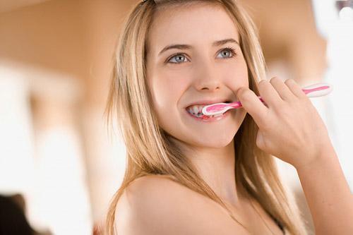 KINH NGHIỆM chăm sóc răng giả cố định để răng tồn tại vĩnh viễn 2