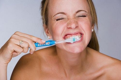 4 cách chăm sóc răng miệng sai lầm bạn cần tránh 1
